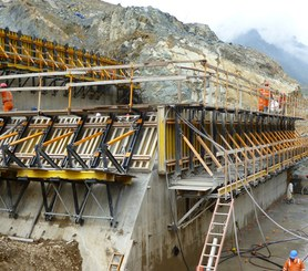 Consola 2000 en construcción de presas