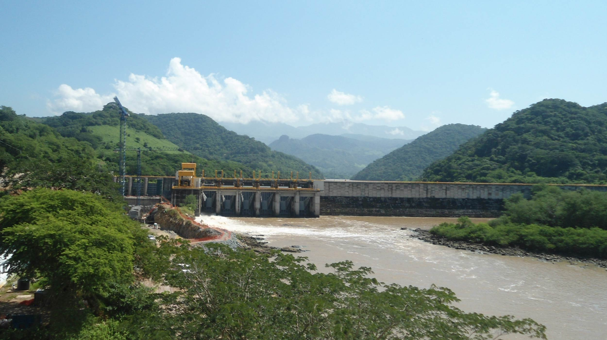 La Presa Reguladora San Rafael (PRSR) se localiza sobre el río Santiago, a 16.8 km aguas abajo de la Central Hidroeléctrica Aguamilpa.