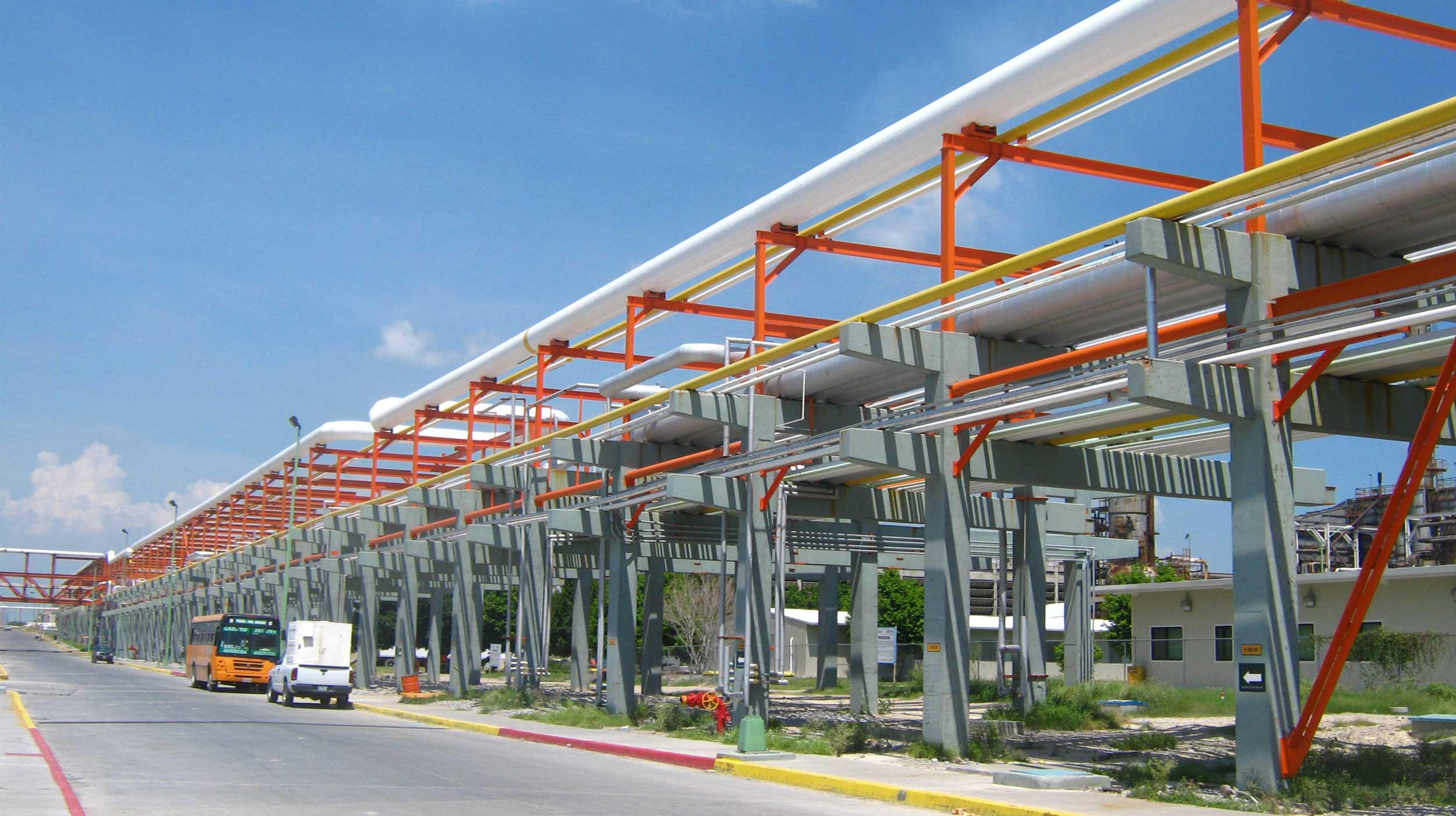 Obra de mantenimiento y modernización de las columnas usadas en los procesos de desulfuración de gasolinas de la Refinería Ing.
