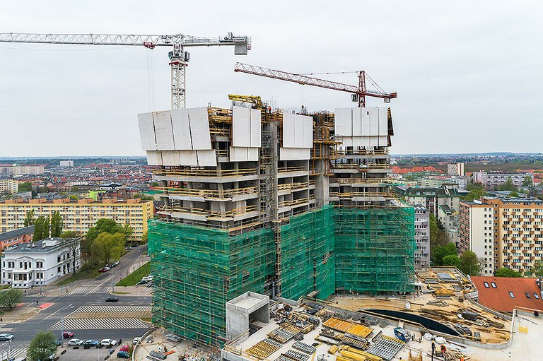 Alto rendimiento y seguridad en Hanza Tower, Polonia