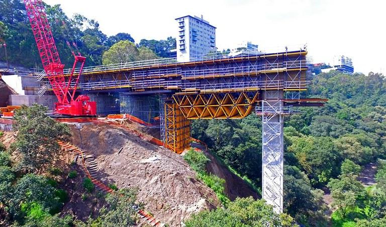 Múltiples aplicaciones del Sistema MK en el Viaducto Interlomas, México
